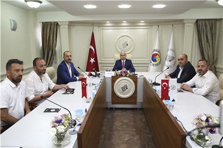 GÜLER'DEN ESKİŞEHİRSPOR'A ANLAMLI DESTEK